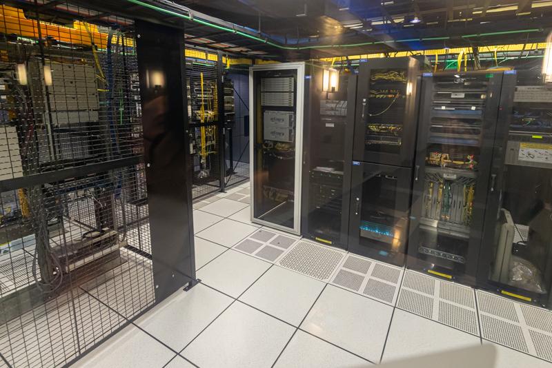 PhoenixNAP MMR Cages 2