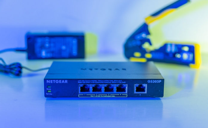 Netgear GS305P Cover Blue
