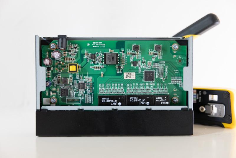 Netgear GS305P Internal 2