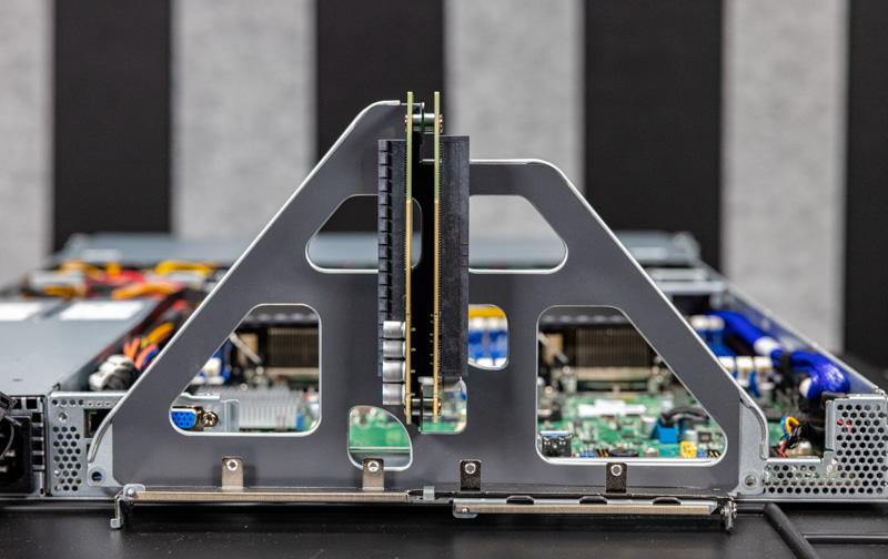 Tyan Thunder CX GC68A B7126 PCIe Riser