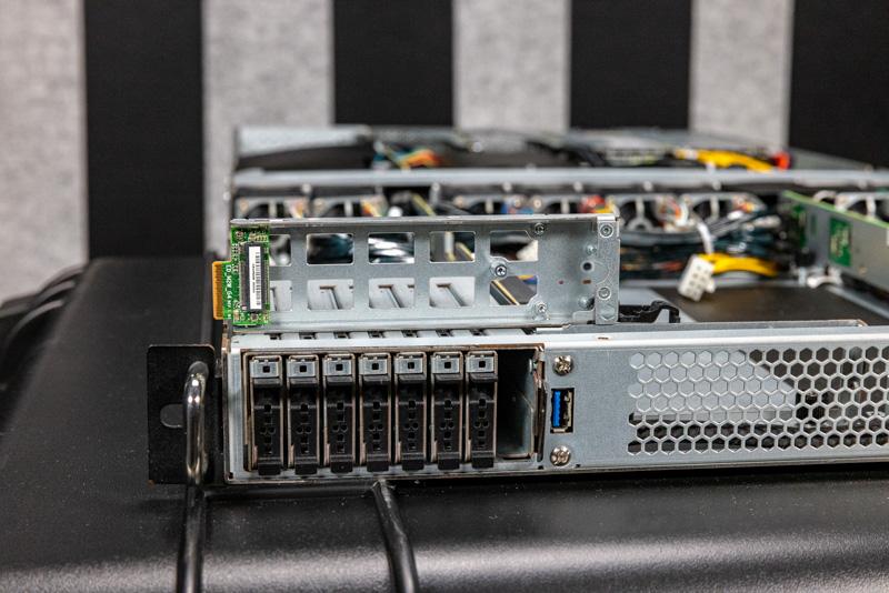 ASRock Rack 1U4G ROME EDSFF Drive Bays