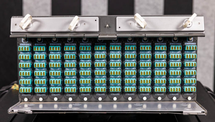 Fiber Optic Cassettes Corning CCH 04U Front 1