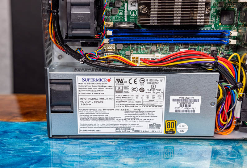 Supermicro SYS 5019D 4C FN8TP 200W 80Plus Gold PSU